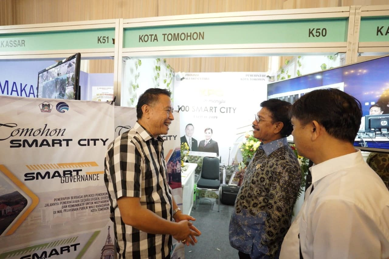 Wali Kota Tomohon Jimmy F Eman SE Ak CA berdialog dengan Menteri Kominfo Johnny G Plate
