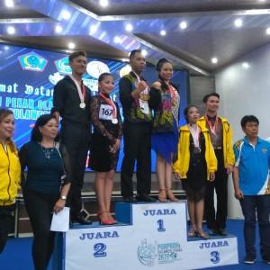 Atlet Dance Sport Tomohon saat menerima Medali Emas
