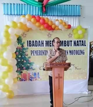 Ibadah Sambut Natal, Camat Motoling Sony Umboh1