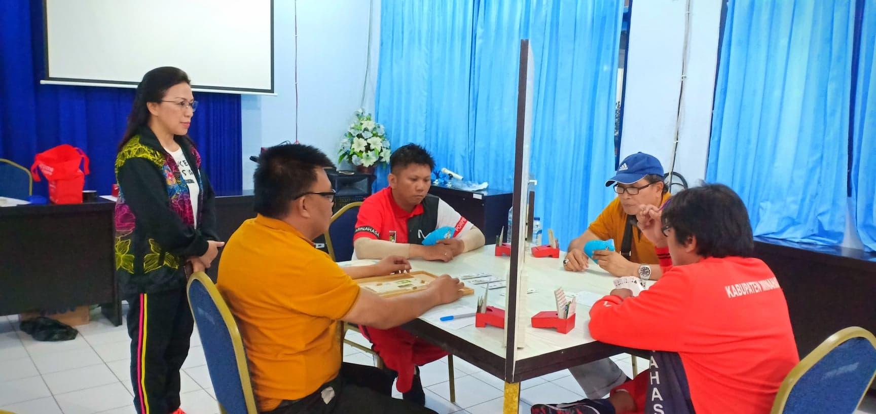 Ketua KONi Tomohon Ir Miky JL Wenur MAP saat memantau dan memberi support atlet sementara bertanding