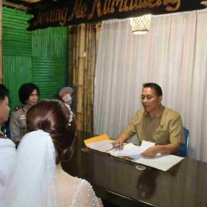 Wali Kota Jimmy F Eman SE Ak CA mencatat pernikahan Ricky dan Sonia