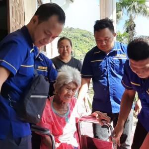Salah satu Lansia yang dilayani dalam pemeriksaan kesehatan dan pengobatan gratis