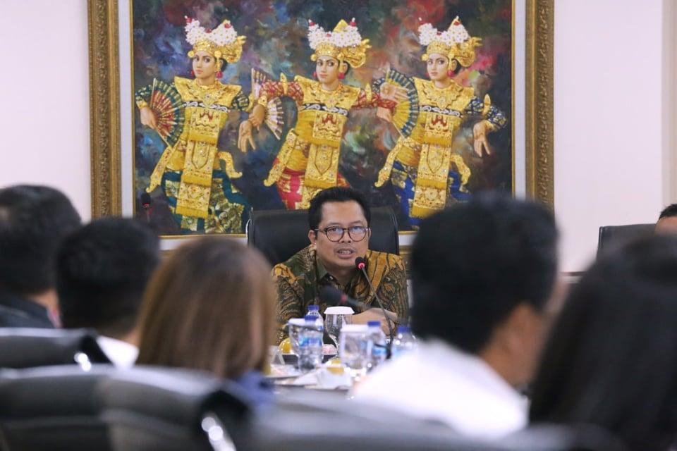 Wakil Ketua DPD-RI  Mahyudin saat memberikan penjelasan kepada Delegasi DPRD Minahasa