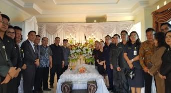 Walikota Tomohon Melayat Atas Meninggalnya Mantan Ketua KKPGA GMIM
