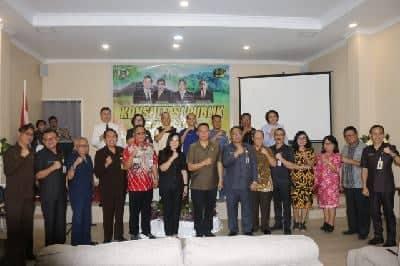 Pejabat pemkot Tomohon bersama para stakeholder