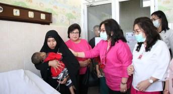 Valentine's Day, Keluaraga Gubernur Sulut Gelar Baksos