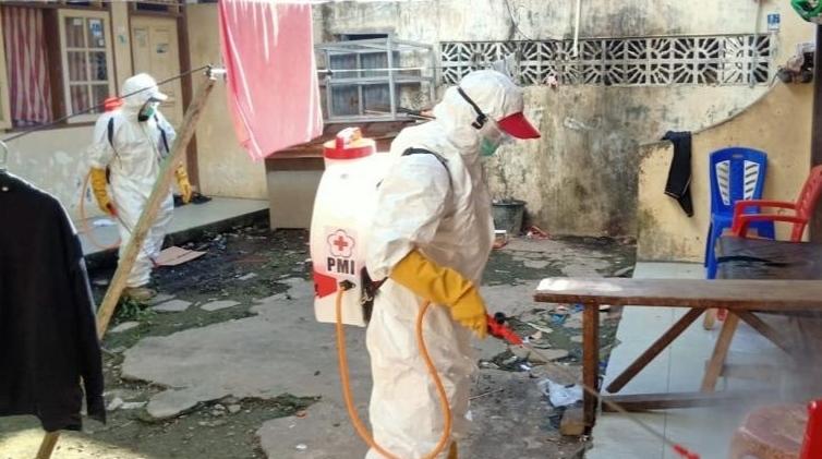Satgas Corona Pemkot Manado Gelar Penyemprotan Disinfektan di Bailang