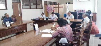 Wali Kota Tomohon Jimmy Feidie Eman SE Ak CA saat bertemu BPMS