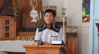 Didampingi Istri, Kapolda Sulut Ikut Misa Pra Paskah ke-3 di Gereja Paroki Hati Kudus Woloan