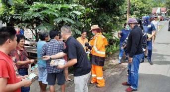 Cegah Kerumunan Massa, VAP Bagikan Masker dan Hand Sanitizer ke Rumah Warga