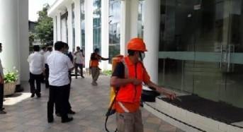 Pemkot Tomohon Semprot Disinfektan di Kantor Sinode GMIM