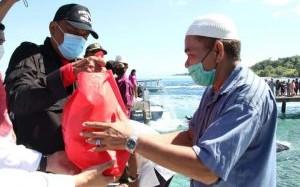 Gubernur, Wagub dan Forkopimda Sulut Salurkan Bantuan ke Warga Pulau Gangga, Talise, Kinabuhutan dan Bangka