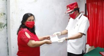 Bupati Roring Serahkan Bantuan BPNT di Tondano Timur