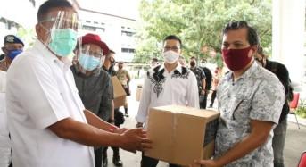 Gubernur Olly Salurkan 5000 Paket Balasa Kemenparekraf ke Pelaku Pariwisata di Sulut