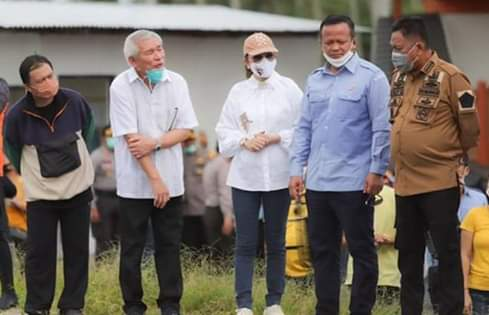 Menteri Kelautan dan Perikanan Edhy Prabowo Tinjau Tambak Udang di Desa Bajo