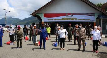 Serahkan Bantuan di Sitaro, Wagub Kandouw Apresiasi Langkah Pemkab Sitaro Cegah Penyebaran Covid-19