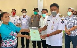 Gubernur Olly Serahkan 1.400 Sertifikat Tanah Program PTSL untuk Eks Transmigran di Bitung