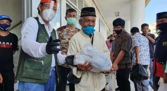 Serahkan Bansos ke Tokoh Agama, GSVL Pesan Jaga Kerukunan di Tengah Pendemi