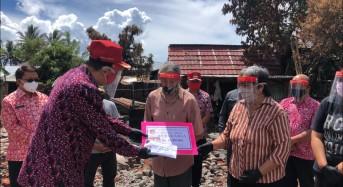 Bupati ROR Serahkan Bantuan untuk Korban Kebakaran di Kakas