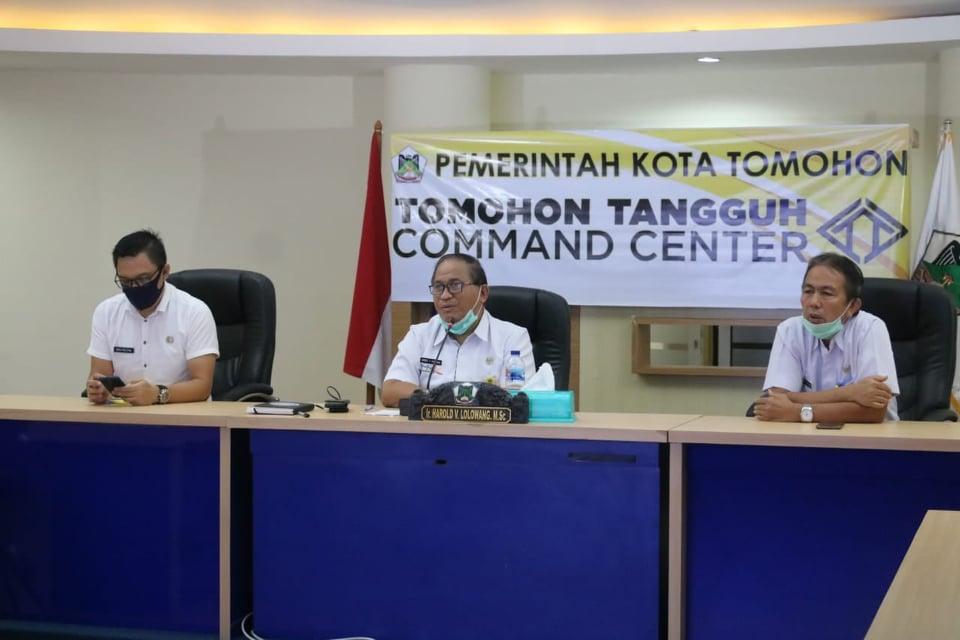 Sekretaris Kota Ir Harold V Lolowang MSc MTh memandu Sosialisasi Aplikasi Qlue dari Command Center