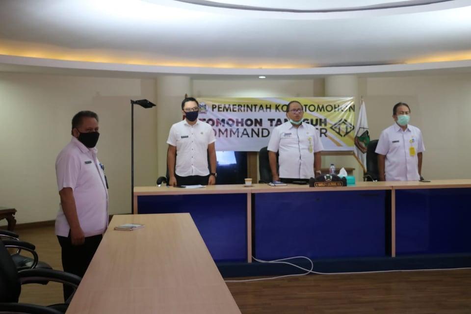 Para pejabat terkait di lingkup Pemkot Tomohon  turut dalam sosialisasi Aplikasi Qlue dari Command Center