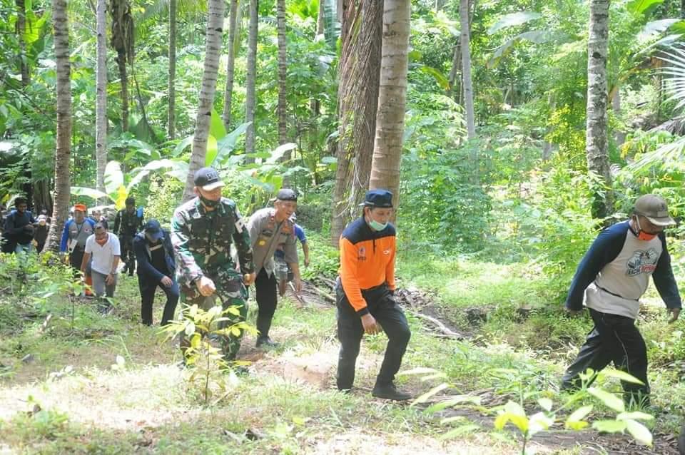 Mulai dari Air Kelapa Tua Hingga Lubang 30 Meter, Cerita GSVL Daki Gunung Manado Tua