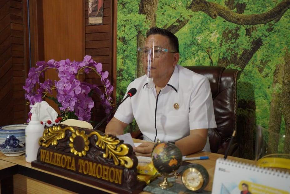 Wali Kota Tomohon Jimmy Feidie Eman SE Ak CA saat membuka Sosialisasi Aplikasi Qlue