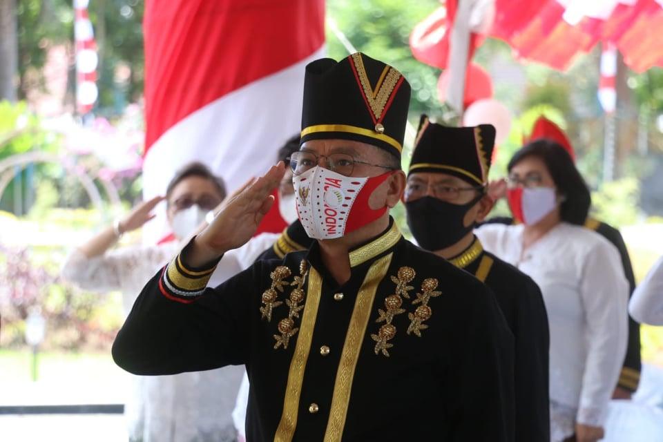 Wali Kota Tomohon Jimmy Feidie Eman SE Ak CA mengilkuti Upacara bendera Virtual dalam rangka HUT ke-75 Proklamasi Kemerdekaan RI