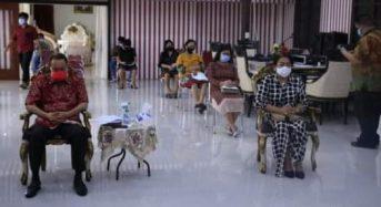 Ibadah Minggu di Rumah Dinas, Bupati ROR: Cegah Covid-19, Jangan Abaikan Protokol Kesehatan