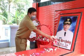 Sambut HUT ke-56 Sulut, Wagub Kandouw Ziarah ke Makam Mantan Gubernur dan Wakil Gubernur Sulut
