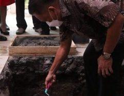 Gubernur Olly Letakan Batu Pertama Pembangunan Gereja GMIM Sion Teling Sentrum Manado